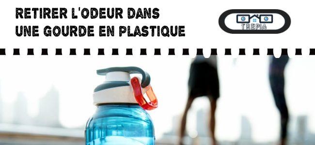 laver écologiquement une gourde en plastique