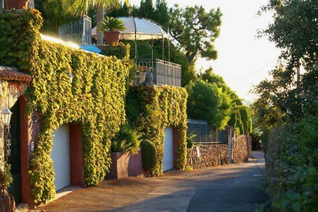 garage bien isolé dans une zone pavillonaire de banlieu
